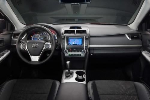 Взять в прокат Toyota Camry 50