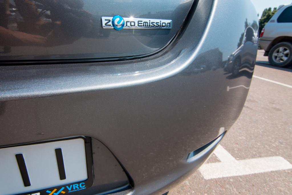 Nissan Leaf - аренда электромоибиля
