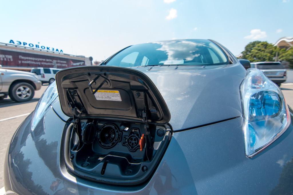 Nissan Leaf 2015 - Charging